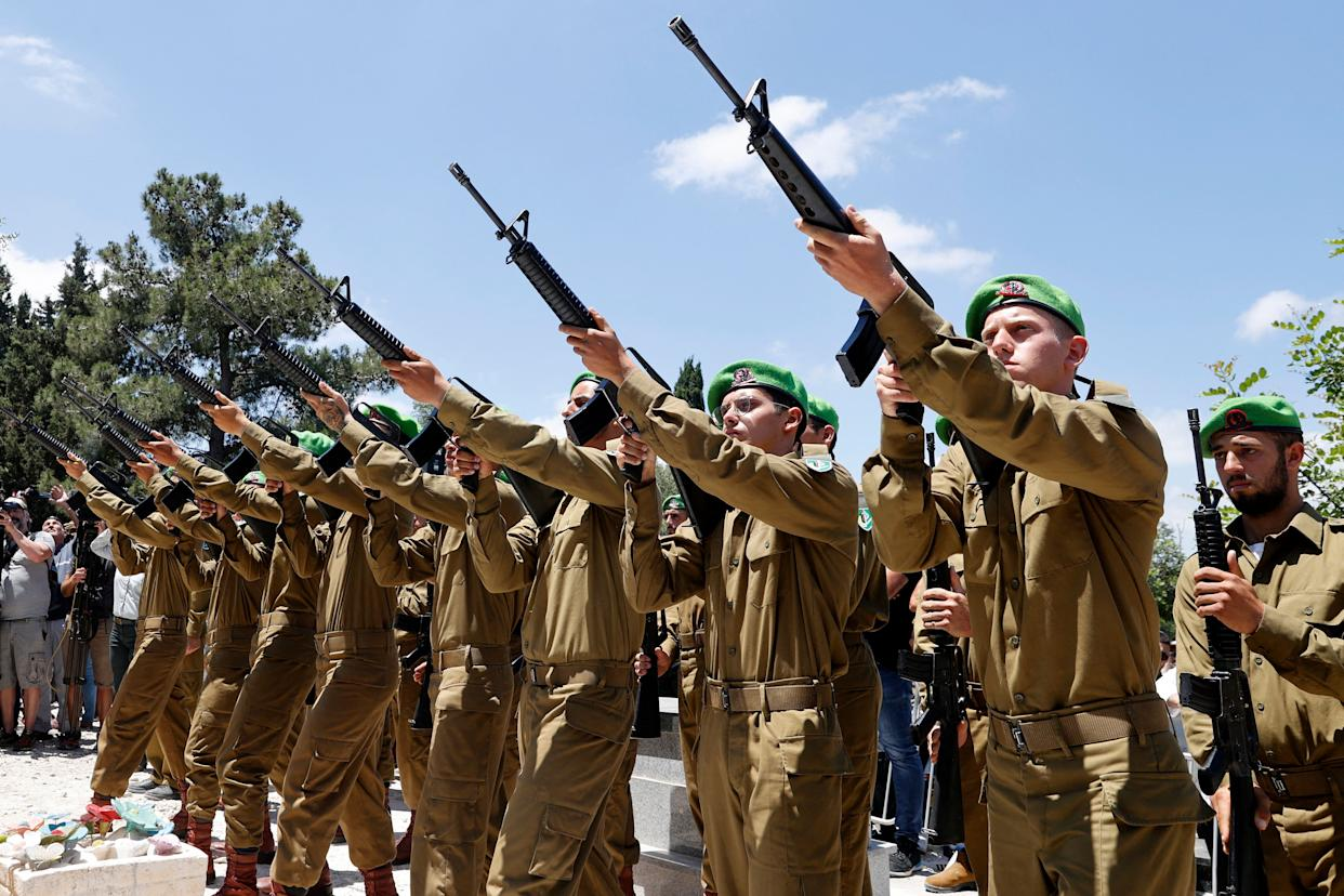 Israeli soldiers pay homage to their late fellow solider Omer Tabib, 21, during his funeral in Elyakim in northern Israel, on May 13, 2021. - Tabib was killed when Palestinian militants in Gaza fired an anti-tank missile near the border, the army said, amid tit-for-tat rocket fire and air strikes. (Photo by JACK GUEZ / AFP) (Photo by JACK GUEZ/AFP via Getty Images)