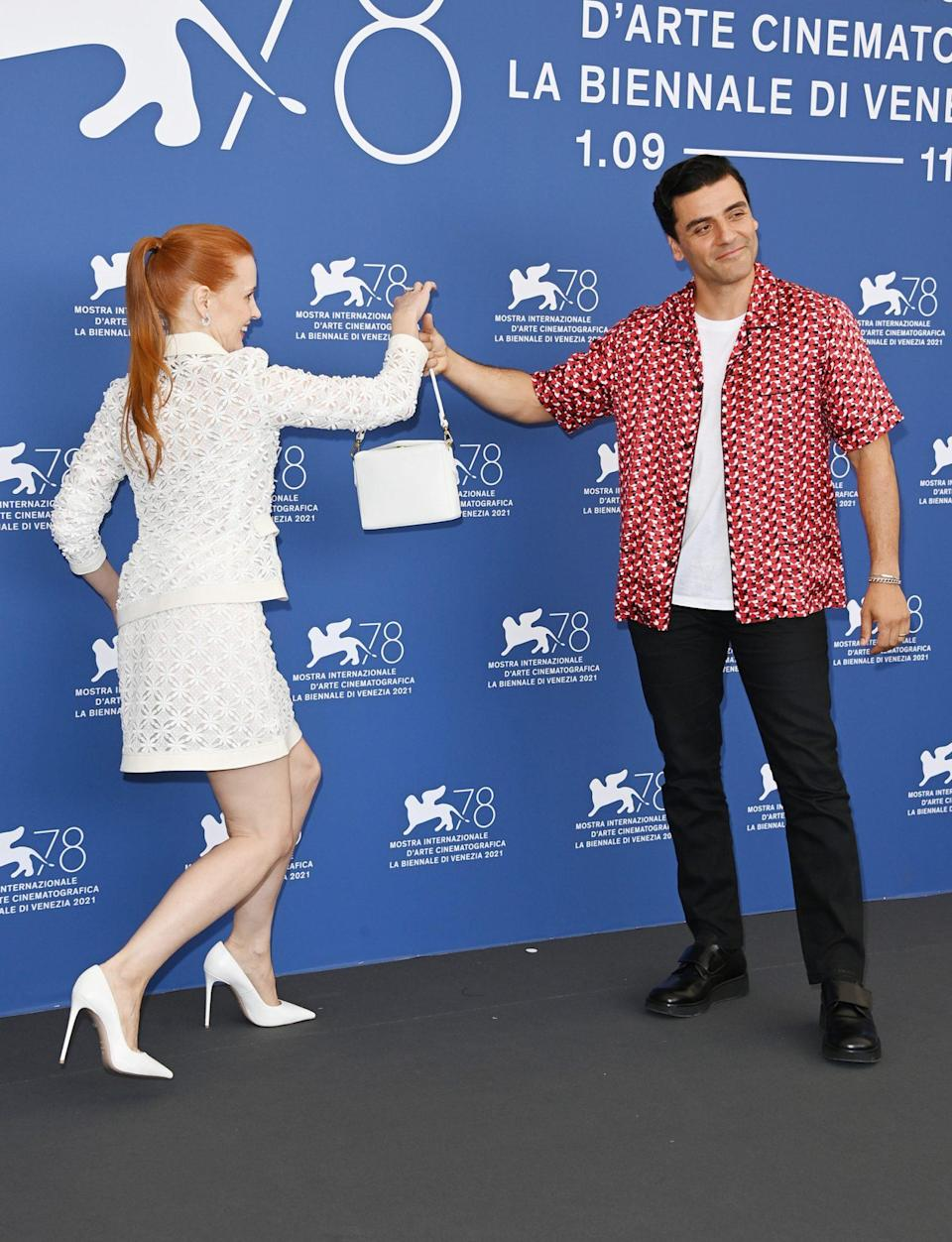 <p>You know that Chastain really trusts Isaac because she let him hold her purse during photo call. </p>