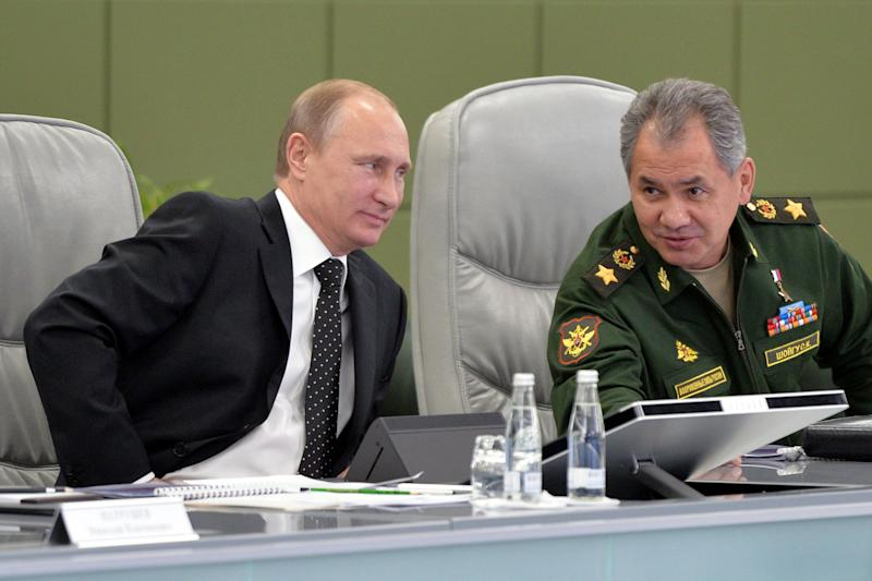 Russia's President Vladimir Putin (left) and Russian Defence Minister Sergei Shoigu attend an expanded session of the Defence Ministry Board at the National Defence Control Centre of the Russian Federation in Moscow on December 19, 2014 (AFP Photo/Alexei Druzhinin)