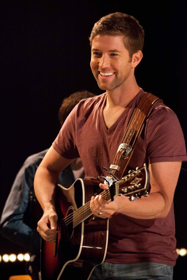 josh turner s exclusive yahoo performance offers several