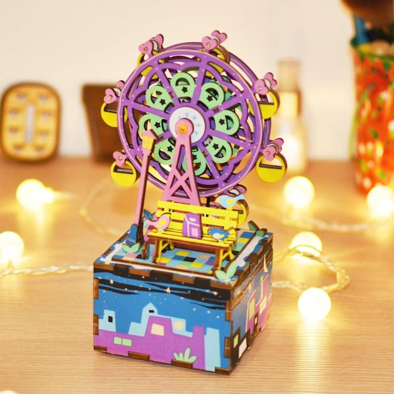 Ferris Wheel DIY. Image via Etsy.