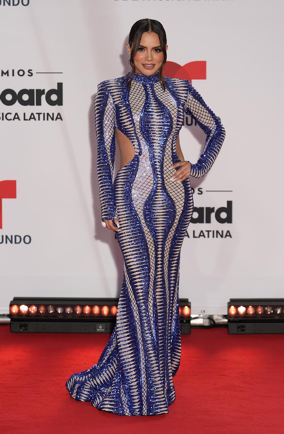 La actriz mexicana suspendió en la <em>red carpet</em> con un vestido <em>cut out</em> de Douglas Tapia. (Foto: Rodrigo Varela / Getty Images)