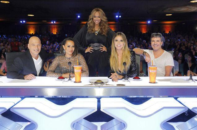 Howie Mandel, Mel B, Tyra Banks, Heidi Klum, and Simon Cowell are ready for action. (Photo: ABC)