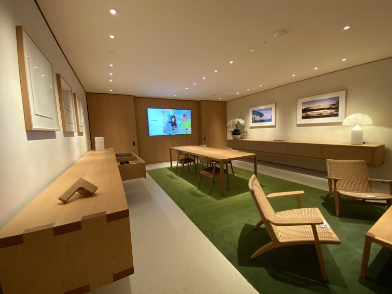 """There is a """"secret"""" Boardroom which is located at B1, and probably the first submerged room in all Apple stores. (PHOTO: Reta Lee/Yahoo Lifestyle SEA)"""