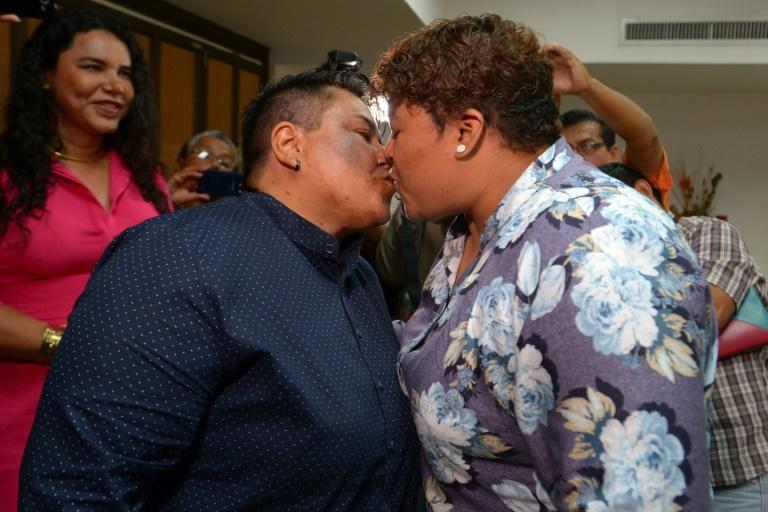 Alexandra Chavez (left) and Michelle Aviles have become the first same-sex couple to get married in Ecuador (AFP Photo/Marcos PIN)