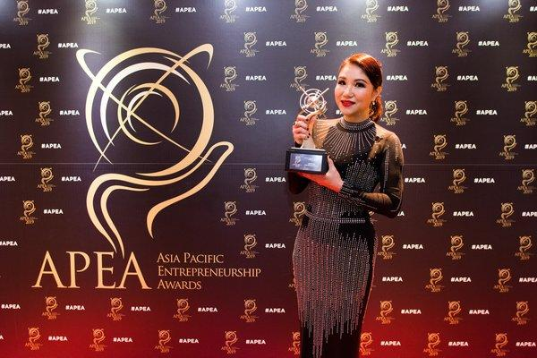 Wendy Ho, Winner in the Outstanding Category under Retail Industry of the Asia Pacific Entrepreneurship Awards (APEA) 2019 Singapore.