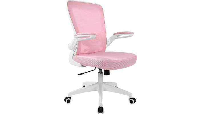 Stay seated in this office chair all day long.