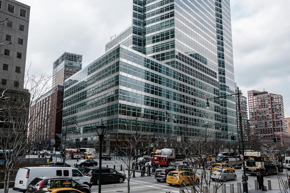Vehicles pass in front of Goldman Sachs Group Inc. headquarters in New York, U.S., on Thursday, April 12, 2018. (Photo: Christopher Lee/Bloomberg)