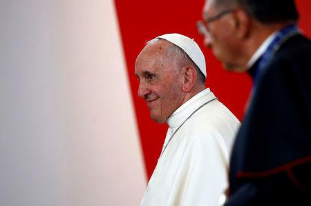 Pope Francis urges Colombia to avoid 'vengeance' in peace drive