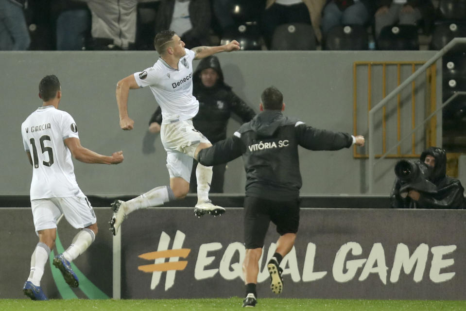 Vitoria's Bruno Duarte, center, celebrates after scoring his side's first goal during the Europa League group F soccer match between Vitoria SC and Arsenal at the D. Afonso Henriques stadium in Guimaraes, Portugal, Wednesday, Nov. 6, 2019. (AP Photo/Luis Vieira)
