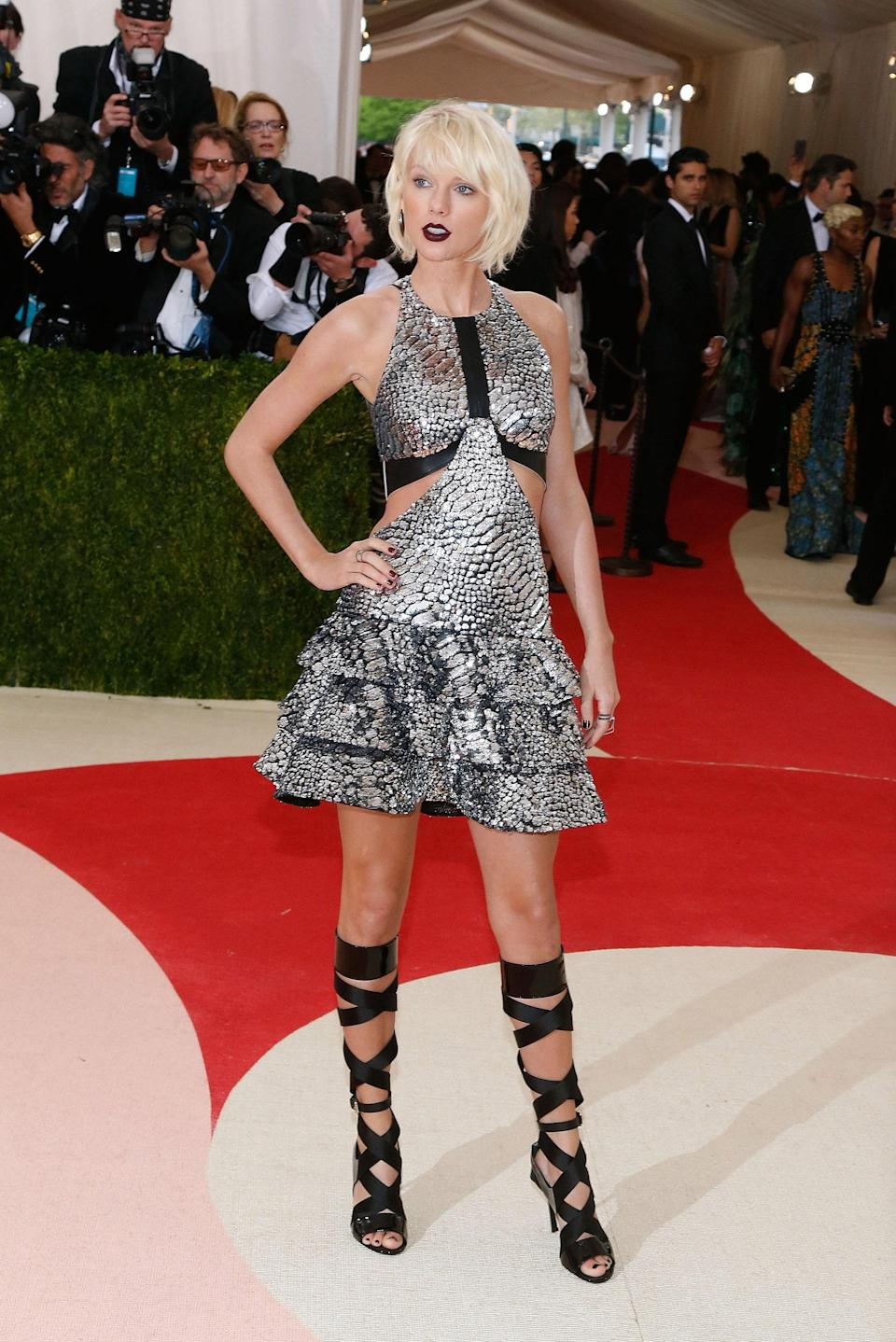 """<h1 class=""""title"""">Taylor Swift in Louis Vuitton, 2016</h1><cite class=""""credit"""">Photo: Getty Images</cite>"""