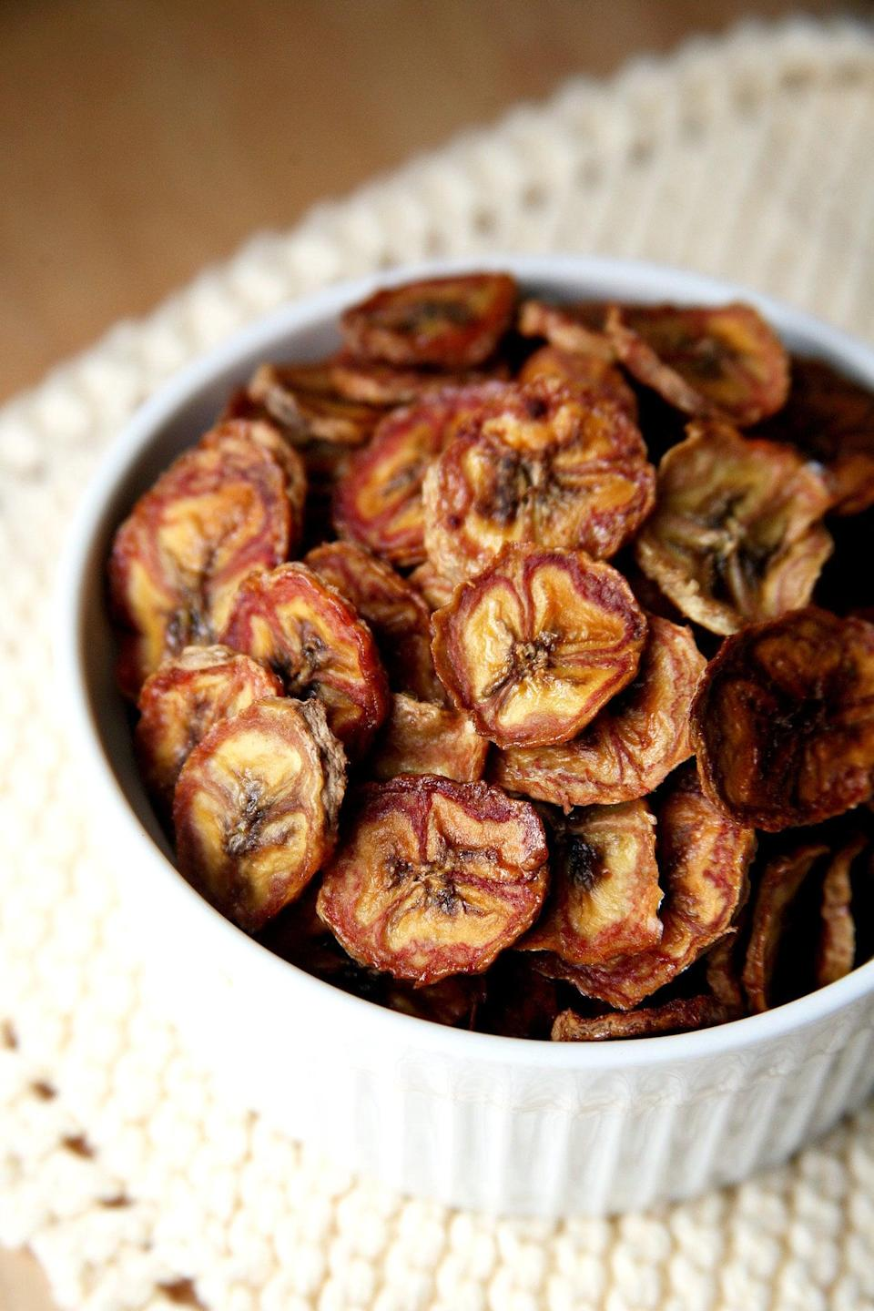 """<p>Make your own banana chips! They're seasoned with cinnamon to satisfy sugar cravings, and so perfectly crunchy!</p> <p><strong>Get the recipe:</strong> <a href=""""https://www.popsugar.com/fitness/Baked-Banana-Chips-36939744"""" class=""""link rapid-noclick-resp"""" rel=""""nofollow noopener"""" target=""""_blank"""" data-ylk=""""slk:baked banana chips"""">baked banana chips</a></p>"""