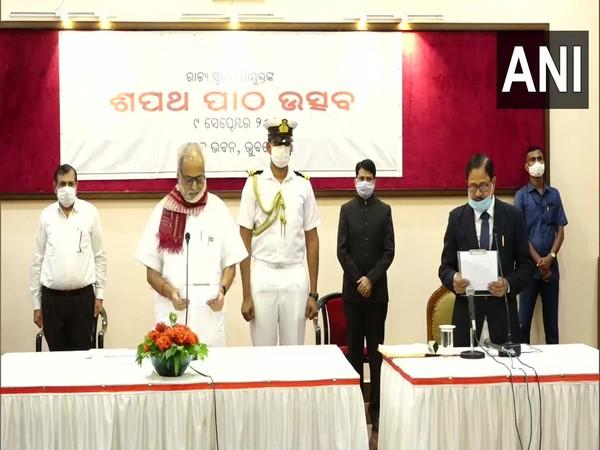 Odisha Governor Ganeshi Lal administered oath of the office of Information Commissioner to Dilip Bisoi and Bikram Senapati Photo/ANI
