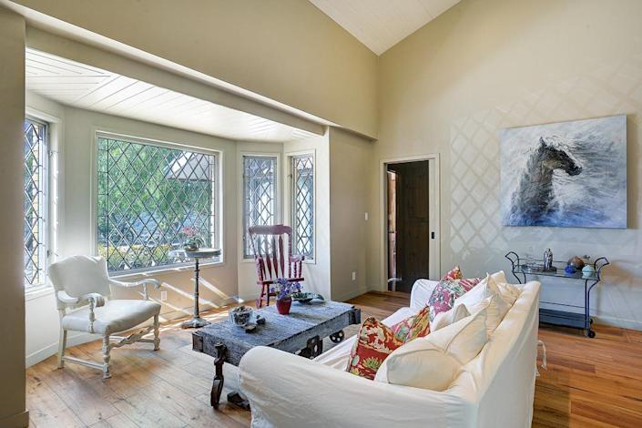 <p>Bay windows overlook acres of rolling hills and California countryside.</p><p><i>(Photo: Total Agent)</i></p>