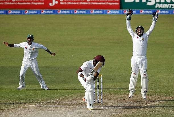 SHARJAH, UNITED ARAB EMIRATES - NOVEMBER 02: Sarfraz Ahmed (R) of Pakistan takes the catch of Darren Bravo of West Indies on day four of the third test between Pakistan and West Indies at at Sharjah Cricket Stadium on November 2, 2016 in Sharjah, United Arab Emirates. (Photo by Chris Whiteoak/Getty Images)