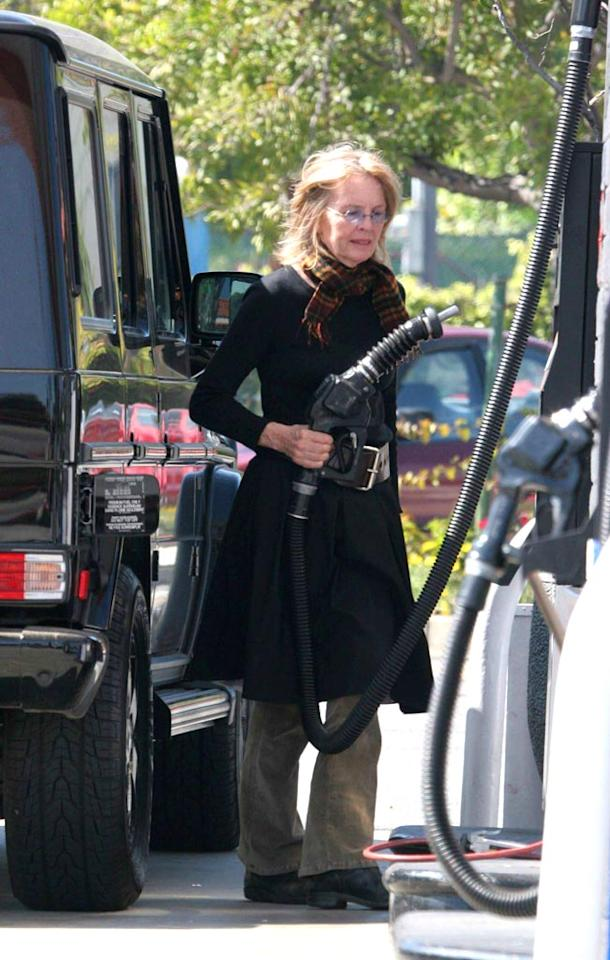 "Even Oscar winners like Diane Keaton pump their own gas. David Aguilera/<a href=""http://www.splashnewsonline.com"" target=""new"">Splash News</a>"