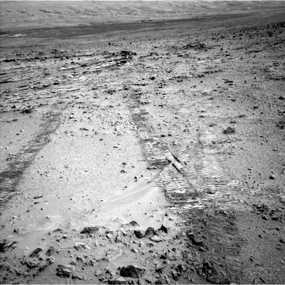 Curiosity Rover Begins Epic Drive to Mars Mountain