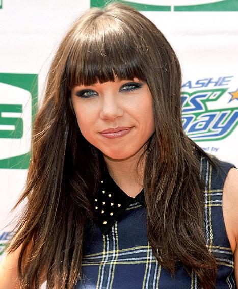 "Carly Rae Jepsen Splits From ""Call Me Maybe"" Boyfriend, Finds New Man"