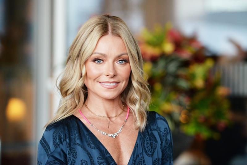 Kelly Ripa looks amazing in an close-range image as she smiles like an angel