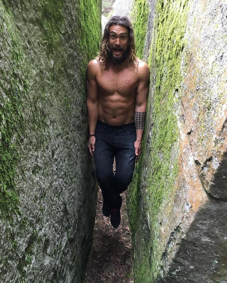 """<p>No clue how the <em>Game of Thrones</em> alum was able to fit his bulging biceps into that small space. But, why ask questions when you're getting an abs pic? (Photo: <a rel=""""nofollow"""" href=""""https://www.instagram.com/p/BGh1AJePHFv/?taken-by=prideofgypsies"""">Jason Momoa via Instagram</a>) </p>"""