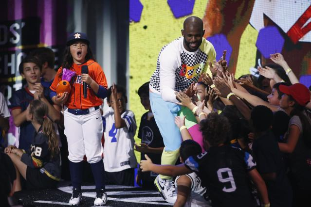 Kids Choice Sports Awards 2018 – Show – Los Angeles, California, U.S., 19/07/2018. NBA basketball player Chris Paul of the Houston Rockets accepts the Nothing But Net award. REUTERS/Danny Moloshok