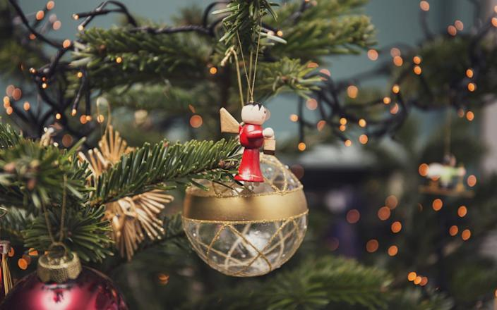 The best Christmas tree decorations for 2019 - Moment RF