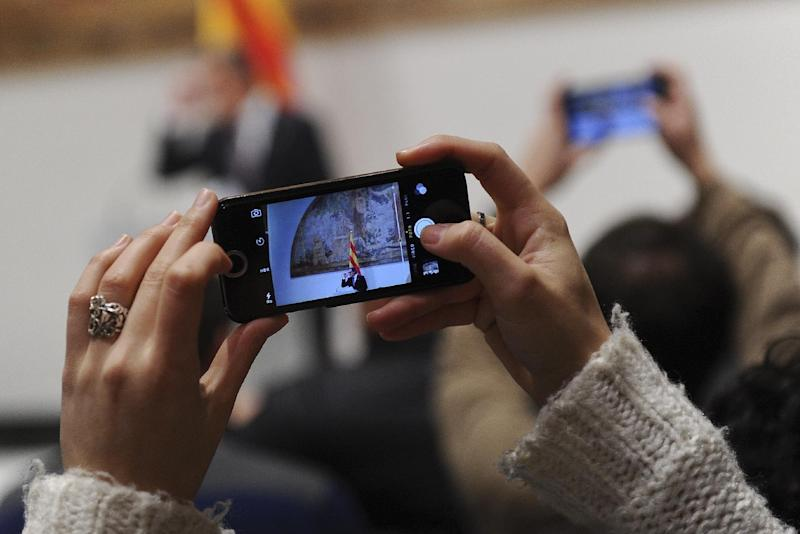 People use their telephones to record as Catalonian regional government's president Artur Mas speaks during a press conference on January 14, 2015 in Barcelona (AFP Photo/Josep Lago)