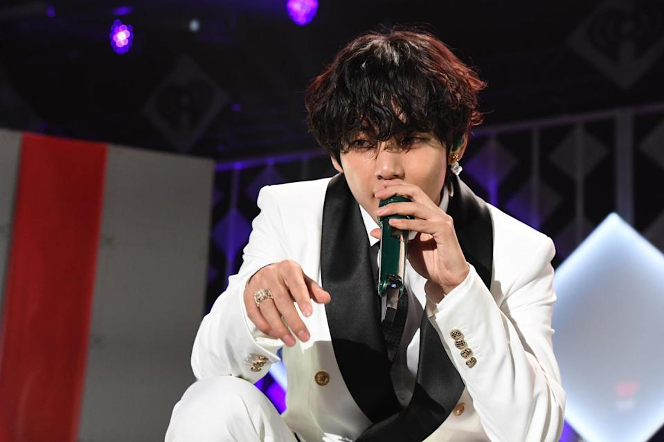 """<p>At a concert, Tae-hyung (or V, if you prefer) did the Twitter-famous dance that <a href=""""http://twitter.com/caseykfrey/status/1126584429881712640?s=20"""" class=""""link rapid-noclick-resp"""" rel=""""nofollow noopener"""" target=""""_blank"""" data-ylk=""""slk:Casey Frey posted"""">Casey Frey posted</a> in May 2019. The original tweet of the dance has nearly a million likes and over 300,000 retweets. <a href=""""http://twitter.com/opheliataetae/status/1130469385187889153"""" class=""""link rapid-noclick-resp"""" rel=""""nofollow noopener"""" target=""""_blank"""" data-ylk=""""slk:He performed the dance"""">He performed the dance</a> to perfection on stage during a BTS show, and fans quickly edited the two skilled dancers alongside each other. <br></p>"""