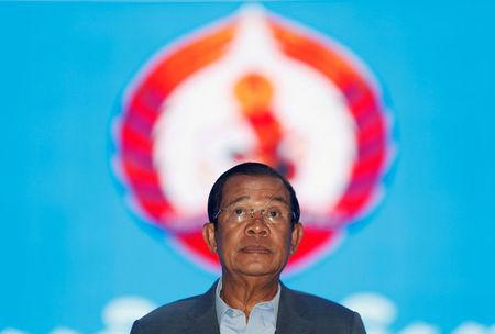 FILE PHOTO: Cambodia's Prime Minister Hun Sen arrives to attend the Cambodian People's Party (CPP) congress in Phnom Penh, Cambodia January 19, 2018. REUTERS/Samrang Pring/File Photo
