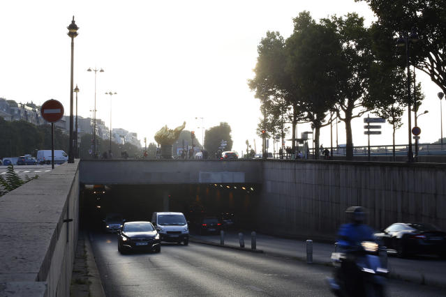 <p>Vehicles pass through the Pont de l'Alma tunnel where Princess Diana died in a car crash 20 years ago, in Paris, Aug. 31, 2017. (Photo: Thibault Camus/AP) </p>