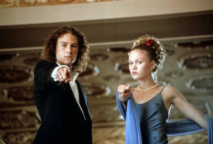 Heath Ledger and Julia Stiles pointing at the camera at the dance