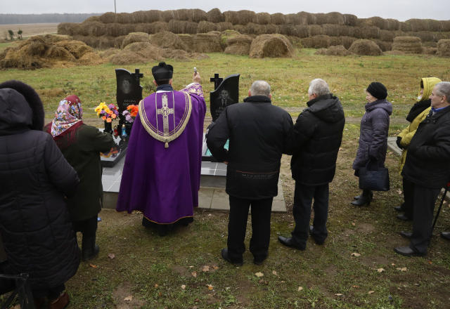 <p>A Catholic priest blesses graves marking All Saints' Day on the edge of the cemetery in the village of Vselyub, 150 km ( 93 miles ) west of Minsk, Belarus, Wednesday, Nov. 1, 2017. Belarusian Catholics marked All Saints Day by visiting graves of their relatives. (Photo: Sergei Grits/AP) </p>