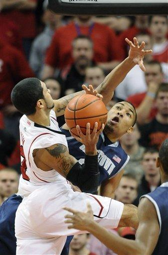 Georgetown's Otto Porter, right, attempts to block the shot of Louisville's Peyton Siva during the first half of an NCAA college basketball game Wednesday, Dec. 28, 2011, in Louisville, Ky. (AP Photo/Timothy D. Easley)