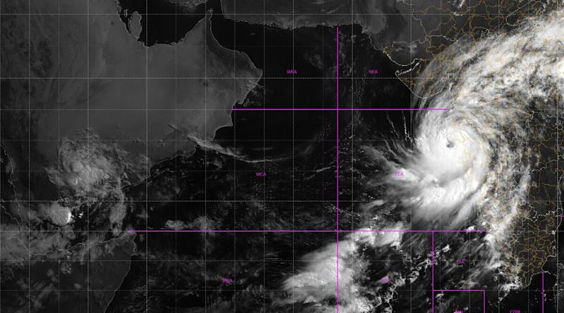 Cyclone Nisarga Update: IMD Says Wall Cloud Region of Cyclonic Storm to Enter Mumbai and Thane District During Next 3 Hours, Records Wind Speed at Mumbai's Colaba at 72 Kmph