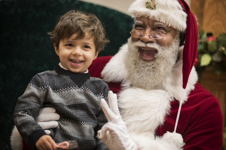 Santa Larry Jefferson smiles with Jack Kivel, 3, of Prior Lake for photos at the Santa Experience at the Mall of America in Bloomington, Mn. (Photo: Leila Navidi/Star Tribune/Zuma Press)