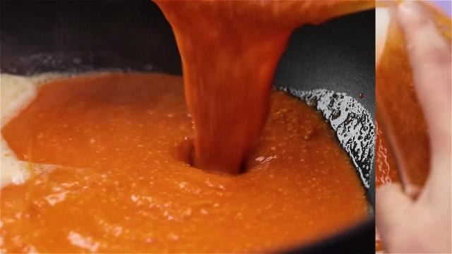 Pouring gravy into frying pan