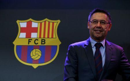 "Barcelona's President Josep Maria Bartomeu is seen next to a FC Barcelona's logo during a charity Christmas event ""Nujeen's dream"" at Camp Nou stadium in Barcelona, Spain, December 14, 2017. REUTERS/Albert Gea/Files"