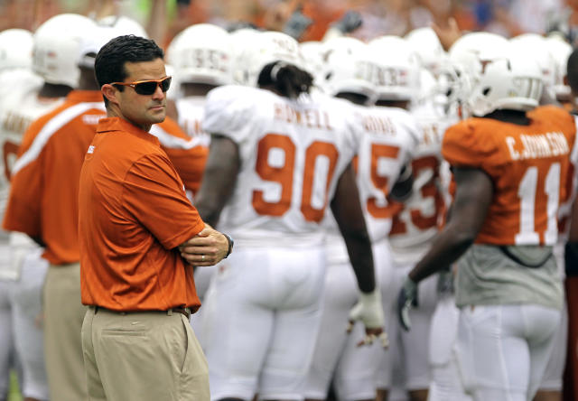 Texas fires defensive coordinator Manny Diaz, tabs former coach Greg Robinson as replacement
