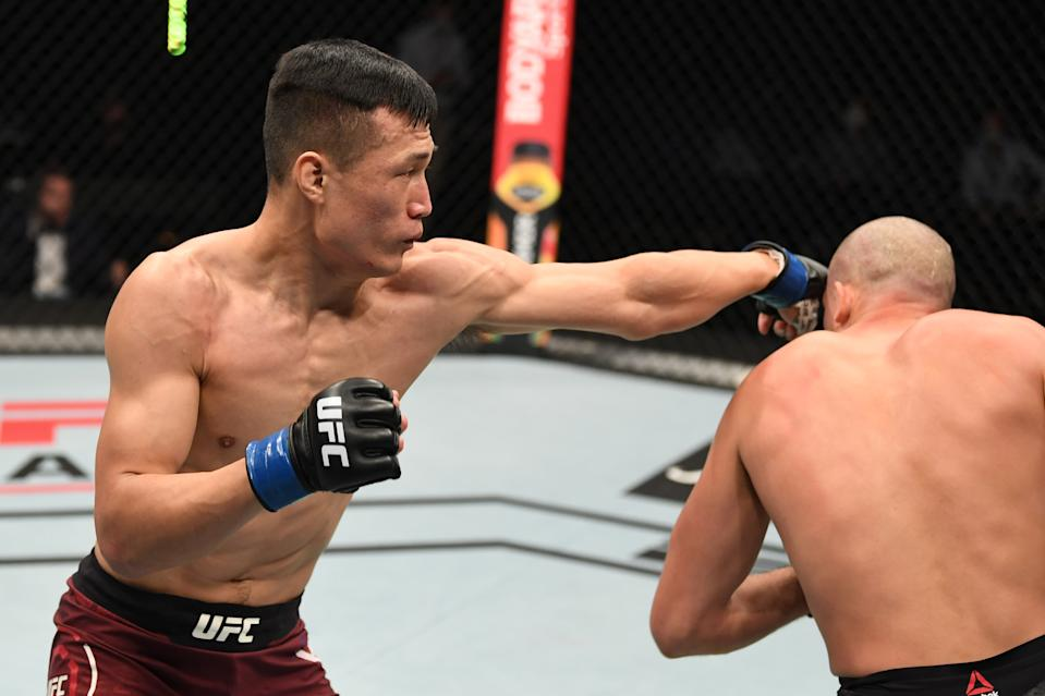ABU DHABI, UNITED ARAB EMIRATES - OCTOBER 18:  (L-R) 'The Korean Zombie' Chan Sung Jung punches Brian Ortega in their featherweight bout during the UFC Fight Night event inside Flash Forum on UFC Fight Island on October 18, 2020 in Abu Dhabi, United Arab Emirates. (Photo by Josh Hedges/Zuffa LLC via Getty Images)