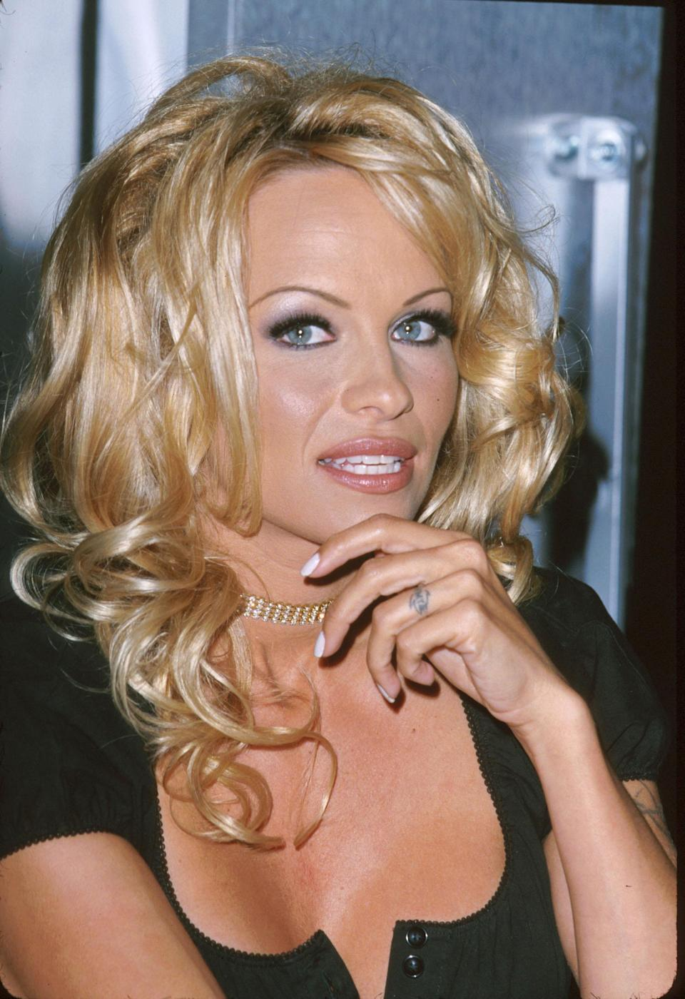 """Pamela Anderson shows off her """"Tommy"""" tattoo of her ex-husband's first name. (Photo: Getty Images)"""