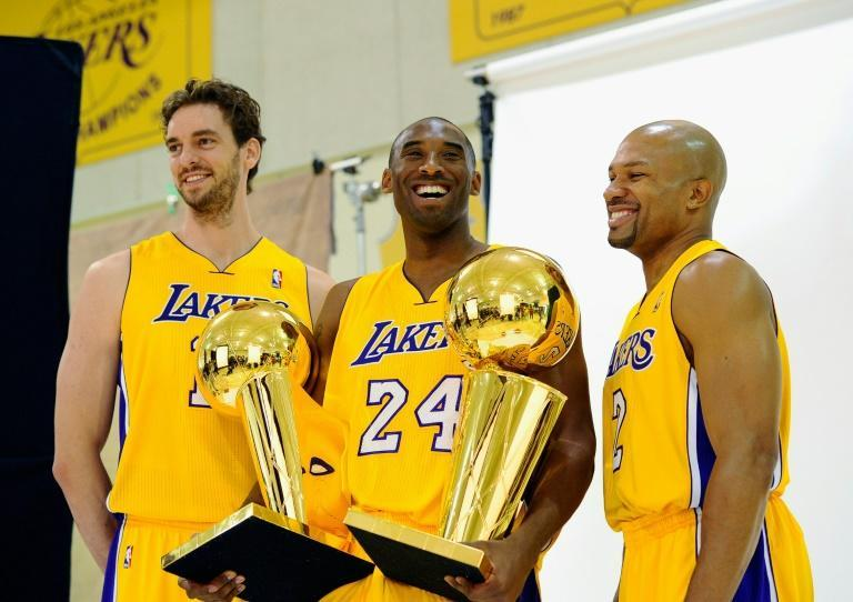 Pau Gasol (L) with Kobe Bryant (C) and Derek Fisher (R) after the Lakers' NBA win in 2010 (AFP/KEVORK DJANSEZIAN)
