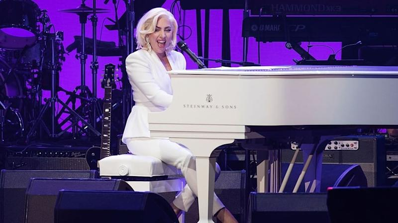 Vea a Lady Gaga Perform, los cinco ex presidentes se unen en beneficio del huracán