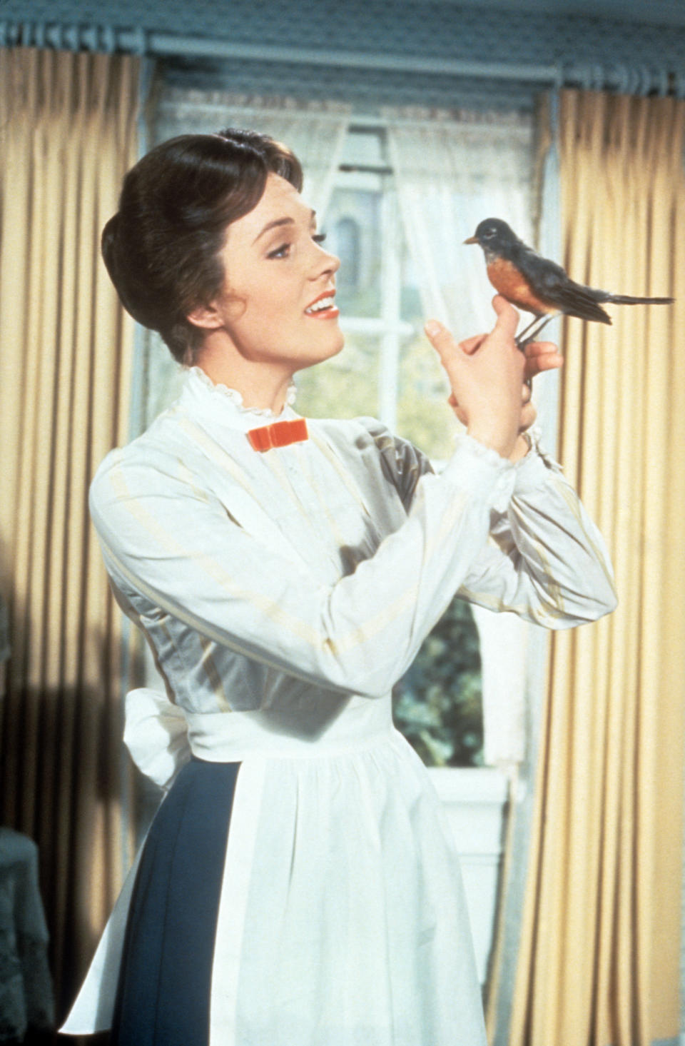 The British actress Julie Andrews, the pseudonym of Julia Elizabeth Wells, in the role of the nanny Mary Poppins, in the film of this name by Robert Stevenson, holds a robin in her hand in a scene of the film. USA, 1964.. (Photo by Mondadori via Getty Images)