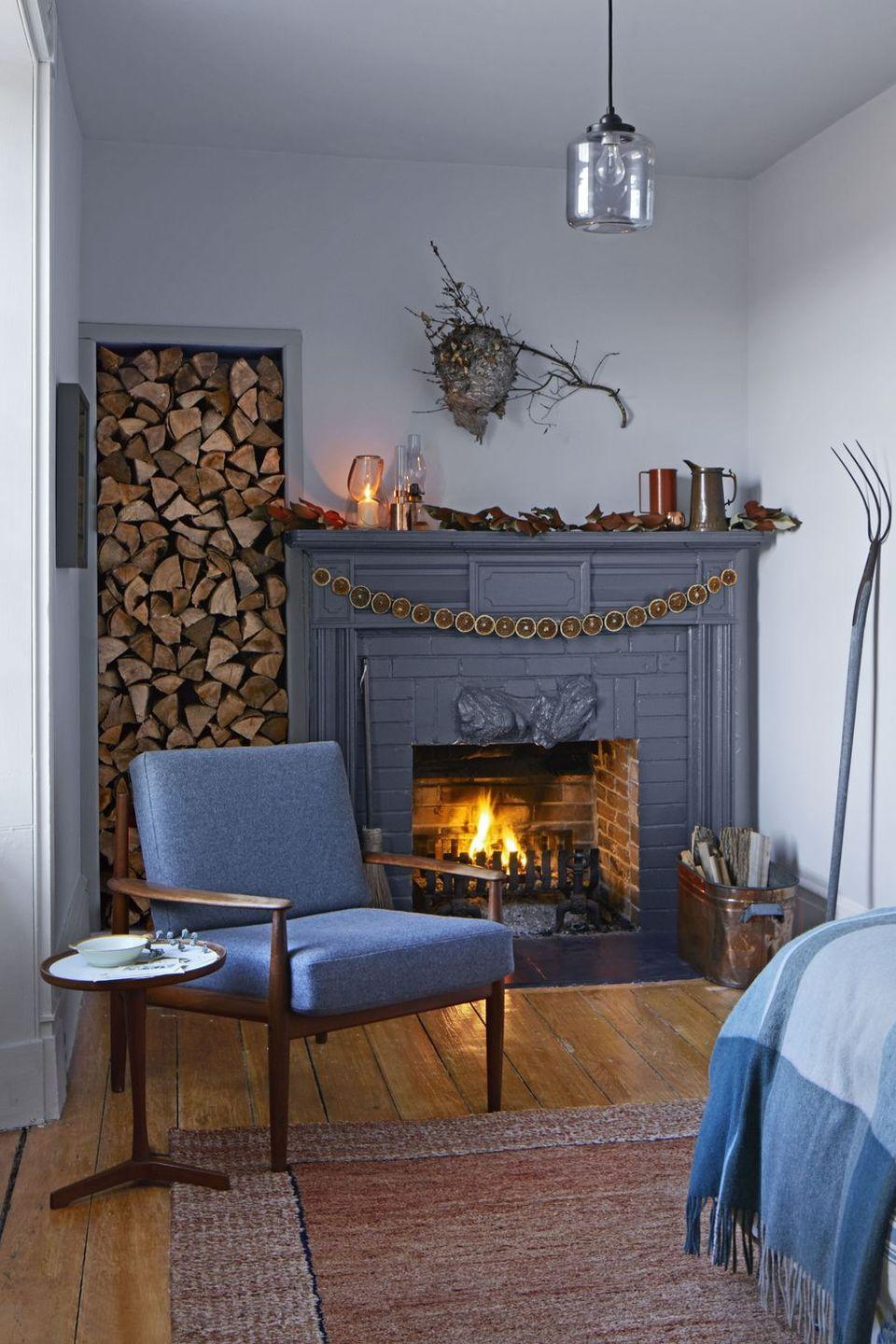 <p>Upgrade your mantel in an instant by pairing candles with branches and dried oranges.</p>