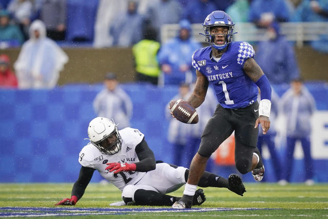 Kentucky quarterback Lynn Bowden Jr. (1) runs with the ball during the first half of the NCAA college football game against Louisville, Saturday, Nov. 30, 2019, in Lexington, Ky. (AP Photo/Bryan Woolston)
