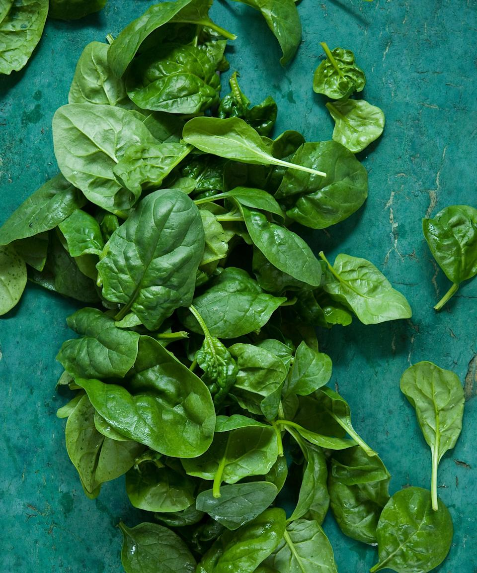 "<h3>Spinach</h3><br>Leafy greens like spinach are a great source of vitamin C, with 28 mg per 100 g serving. That translates into about 3.3 cups of raw spinach, but a study from 2017 revealed that <a href=""https://www.ncbi.nlm.nih.gov/pubmed/29043220"" rel=""nofollow noopener"" target=""_blank"" data-ylk=""slk:frying or steaming leafy greens"" class=""link rapid-noclick-resp"">frying or steaming leafy greens</a> can actually help release even more of their antioxidants. And when cooked, the leaves will shrink down to a more manageable serving size.<span class=""copyright"">Photo: Getty Images.</span>"
