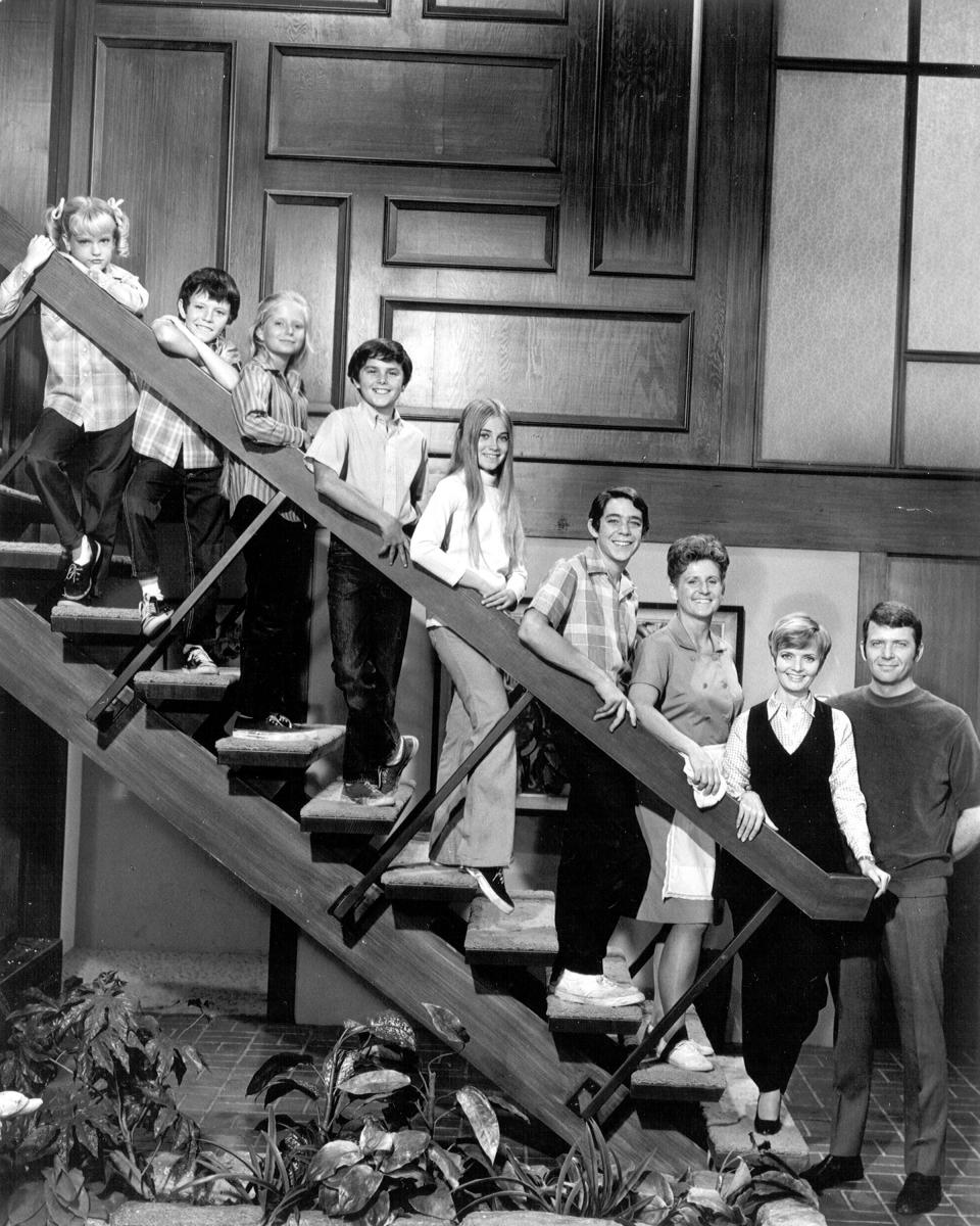 All the Bradys line up on their living room staircase. (Photo: Michael Ochs Archives/Getty Images)