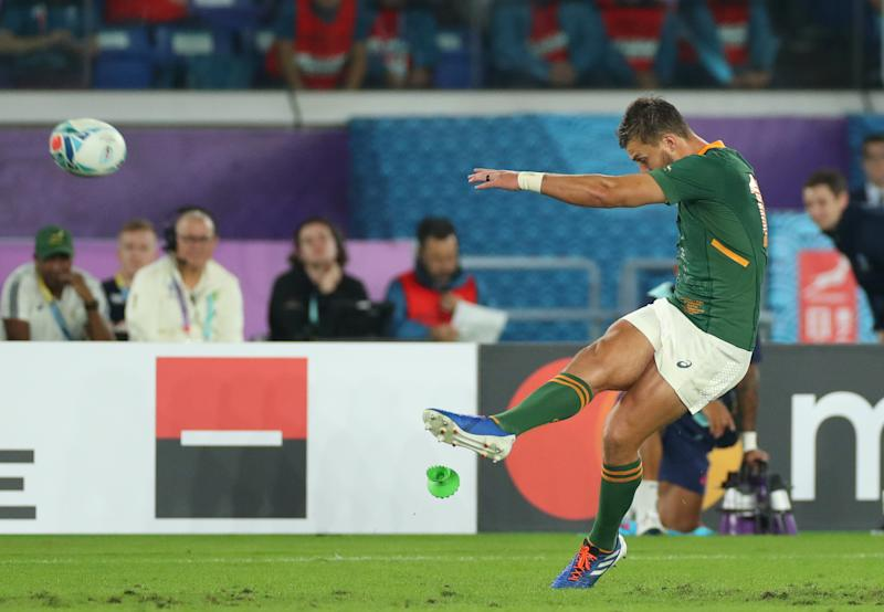 Handre Pollard of South Africa kicks a penalty. (Credit: Getty Images)