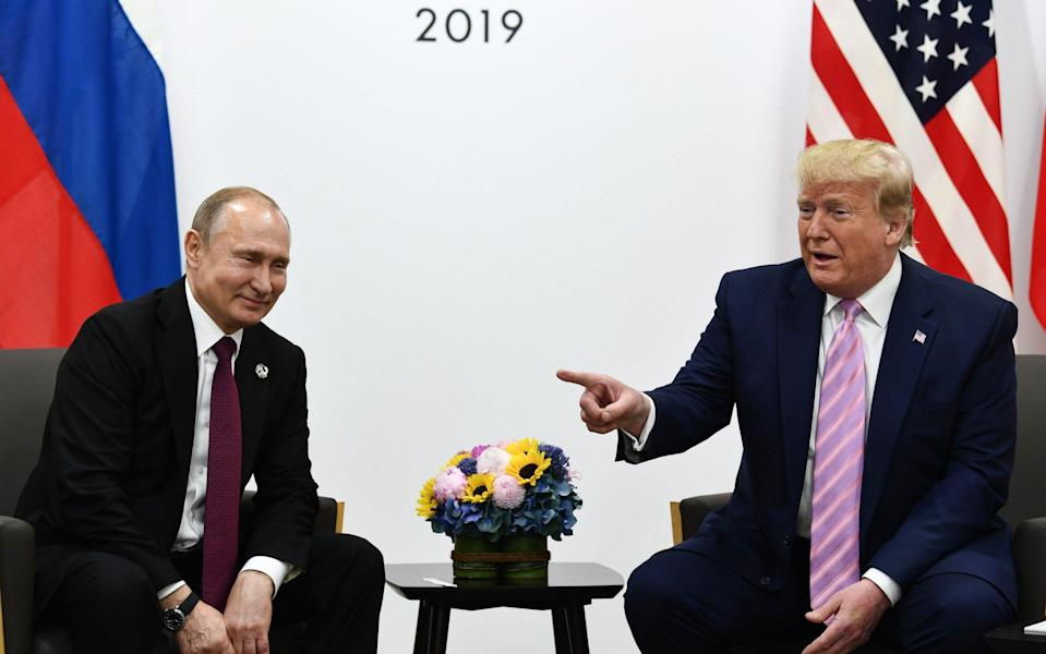 US President Donald Trump (R) attends a meeting with Russia's President Vladimir Putin during the G20 summit in Osaka on June 28, 2019 - Brendan Smialowski/AFP