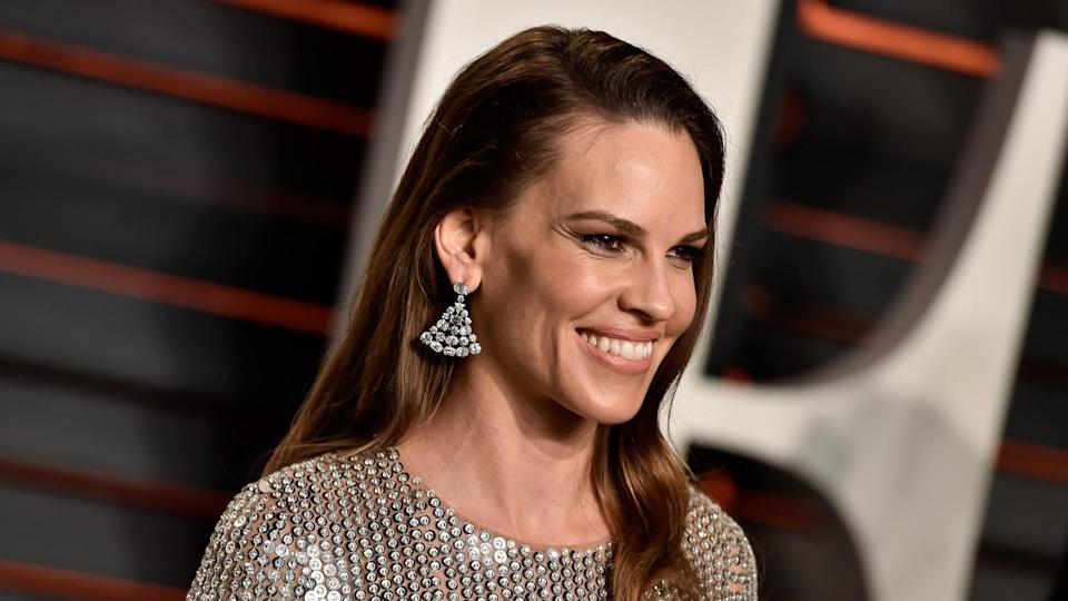 BEVERLY HILLS, CA - FEBRUARY 28:  Actress Hilary Swank attends the 2016 Vanity Fair Oscar Party Hosted By Graydon Carter at the Wallis Annenberg Center for the Performing Arts on February 28, 2016 in Beverly Hills, California.